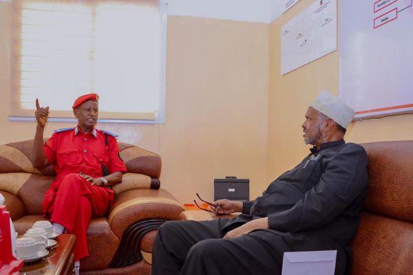 Madaxweyne xigeenkii hore ee Somaliland oo soo booqday Taliska guud ee Ciidanka Dab-demiska Somaliland.